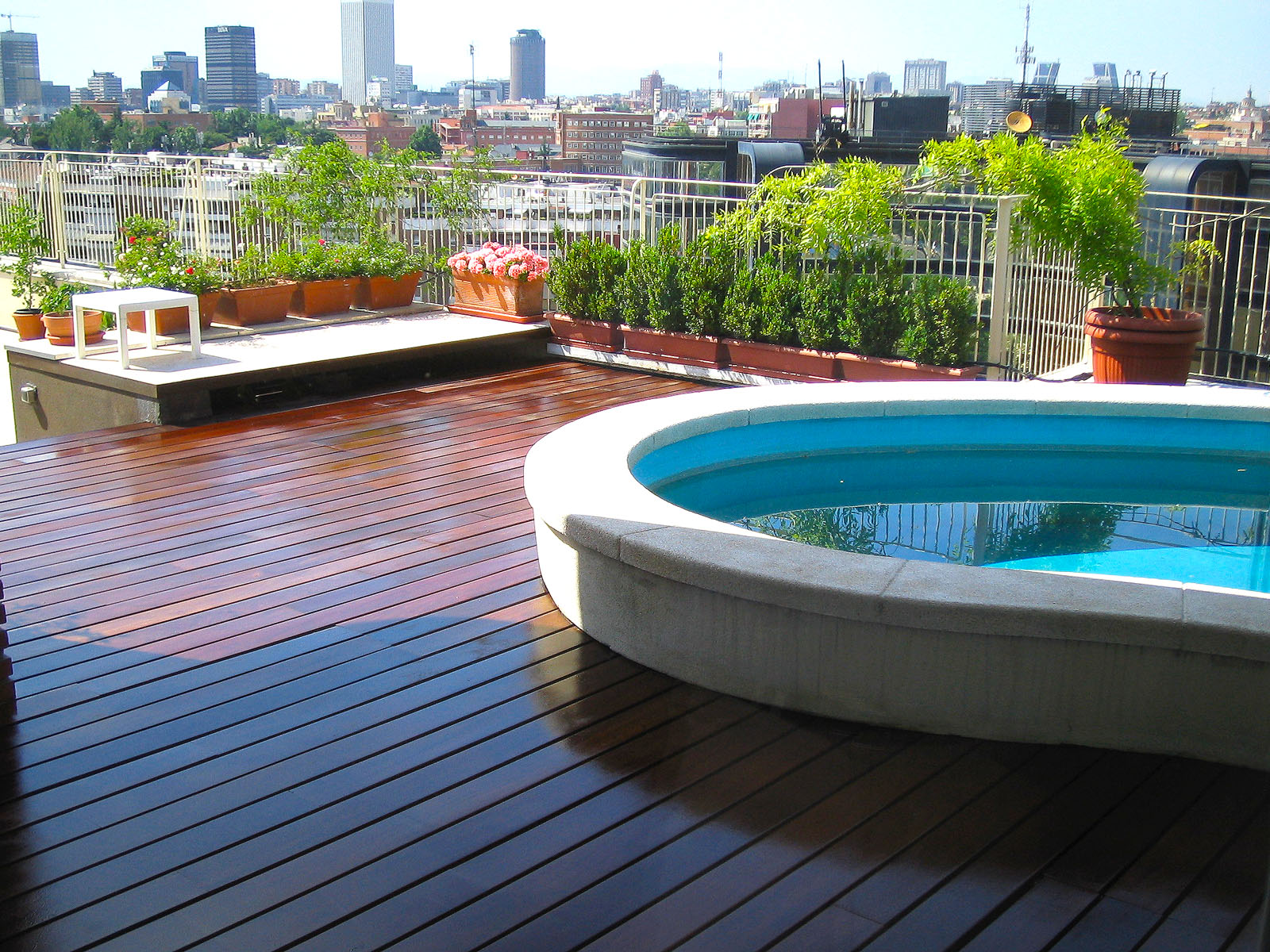Terrazas exteriores piscinas y p rgolas mateca for Piscinas exteriores